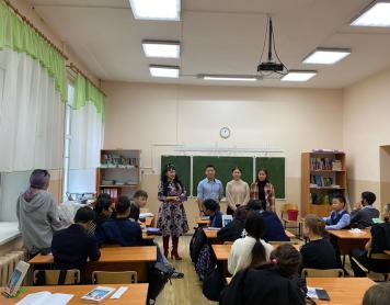 Студенты 06690 группы в СОШ № 4 г. Улан-Удэ